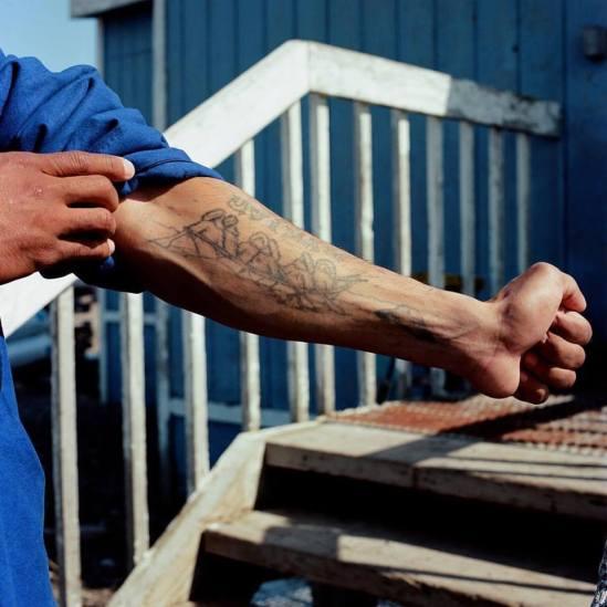 il braccio di Tariek Ovoik is Inupiaq and from Point Hope, Alaska.